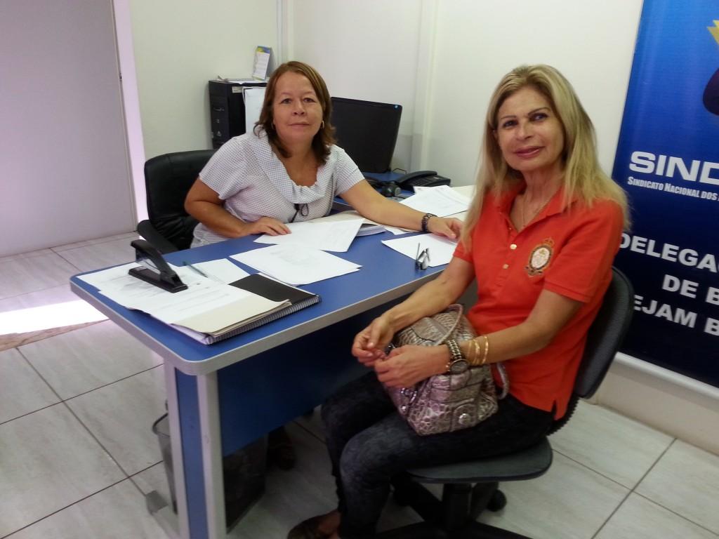 Manoelina Francisca atendendo aposentada
